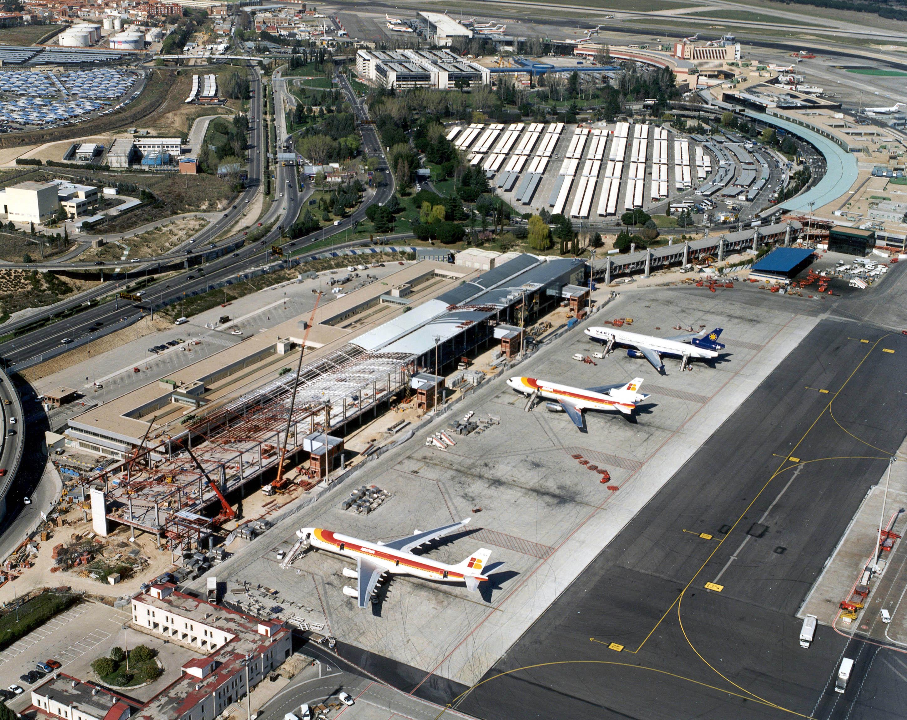 Foto del aeropuerto de Madrid-Barajas  Obras de construcción del dique Sur 1999