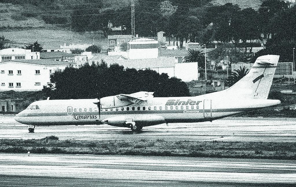 Aeronave Binter en pista
